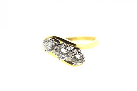 18ct Diamond Trilogy Twist Ring (0989)