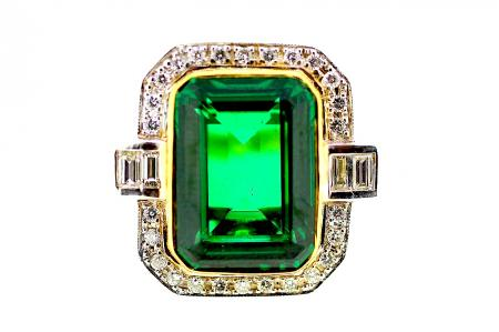 Tsavorite Garnet and Diamond Ring (1338)