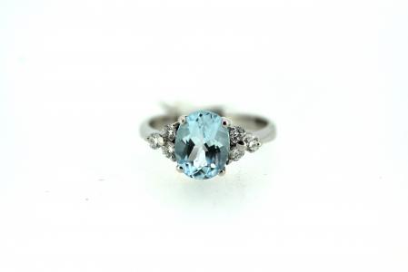 18ct Aquamarine and Diamond Oval Ring (J0020)