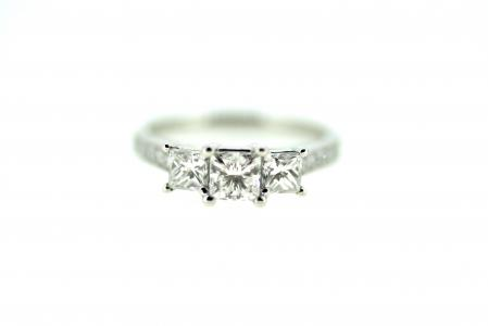 18ct Princess cut 3 Stone Diamond Ring (6461)